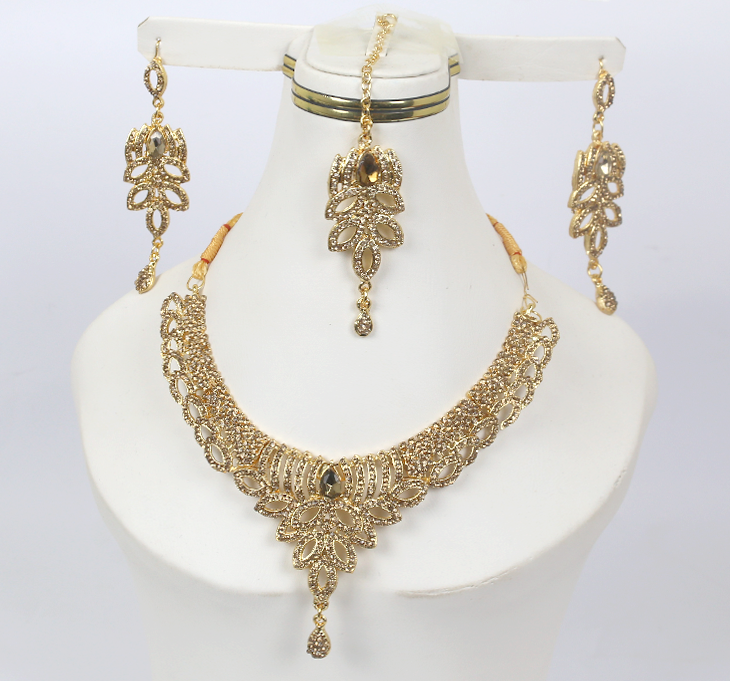 Beautiful Champagne Colored  Necklaces Jewellery Set with Matha Patti  (PS-164)